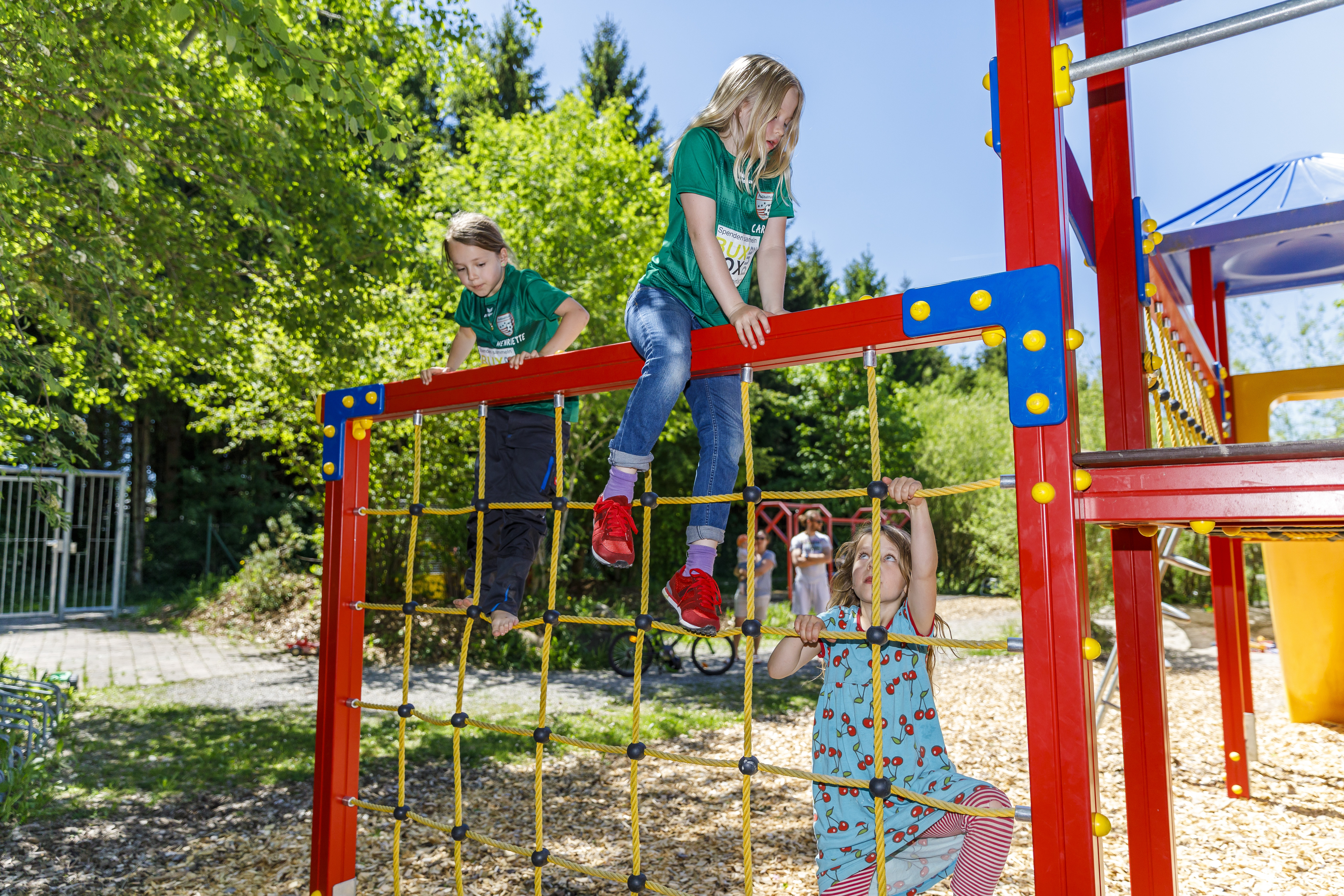 Kind Vom Klettergerüst Gefallen : Camping elbsee pincamp by adac
