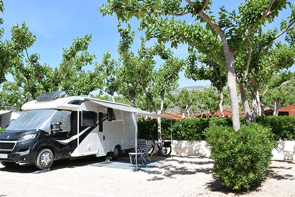 umweltfreundlicheCP_spanien_0003_Camping-Ribamar-Wohnwagenstellplaetzen-auf-dem-Campingplatz.png