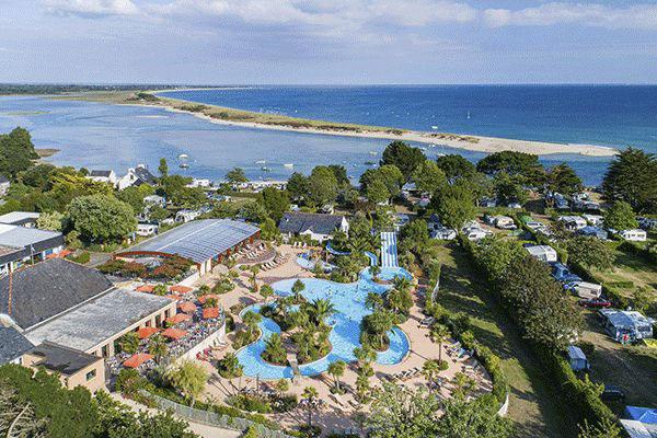 fr_coastcp_mag2020_0002_Camping-du-Letty-----Campingplatz-am-Atlantischen-Ozean-in-der-Bretagne-aus-der-Vogelperspektive.png