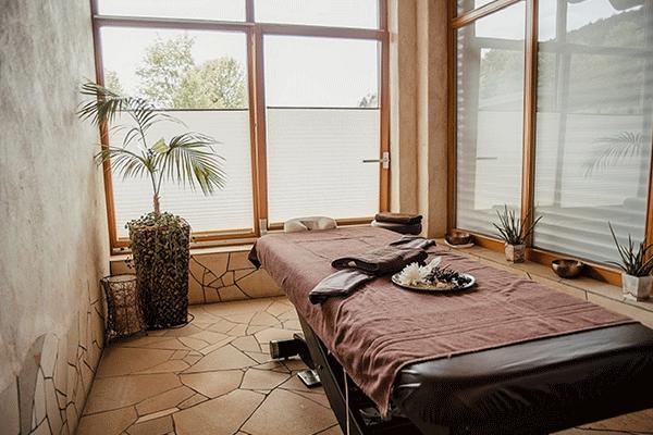 _0009_Ferienparadies-Schwarzwaelder-Hof---Massage-im-Wellness-Bereich-auf-dem-Campingplatz.png