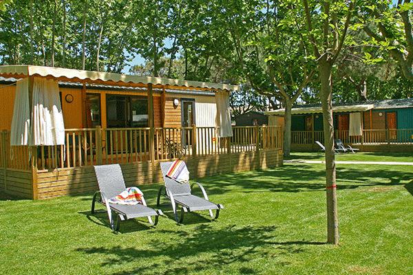 umweltfreundlicheCP_spanien_0000_Yelloh--Village-Mas-Sant-Josep-Mobilheime-vom-Campingplatz-im-Gruenen.png