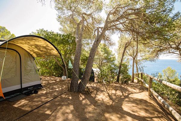 umweltfreundlicheCP_spanien_0008_Camping-Cala-Llevad------Stellplatz-vom-Campingplatz-mit-Blick-auf-das-Mittelmeer.png