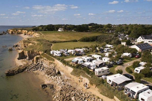 fr_coastcp_mag2020_0008_Camping-Les-Iles-----Stellplatz-vom-Campingplatz-an-der-Atlantikkueste-Frankreichs.png
