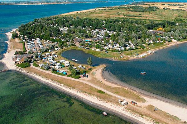 topcpdeutschekueste_0003_Camping-Wulfener-Hals-----Luftaufnahme-vom-Campingplatz-an-der-Ostsee.png