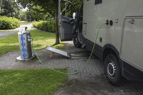 wohnmobil-benutzt-entsorgungsstation.png