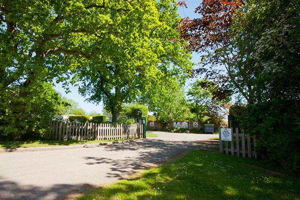 mag2020_0003_Broadhembury-Caravan-and-Camping-Park---Eingang-auf-den-Campingplatz.png