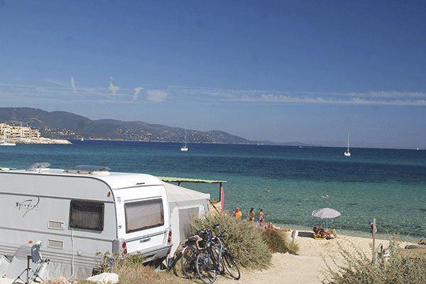 fr_coastcp_mag2020_0005_Camp-du-Domaine-----Stellplatz-vom-Campingplatz-am-Strand-an-der-Cote-d-Azur.png