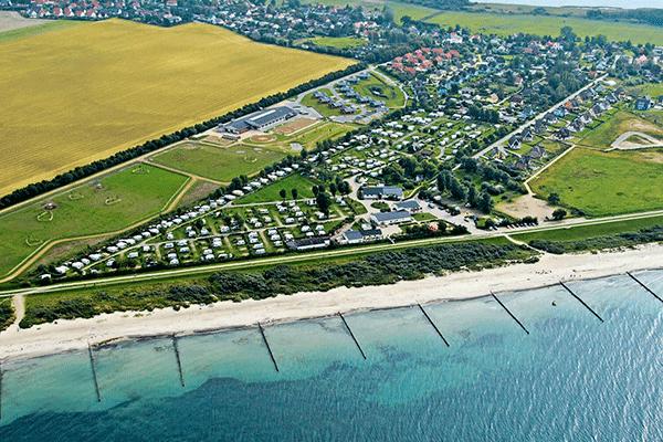 topcpdeutschekueste_0001_Ferien-Camp-Boergerende-Campingplatz-aus-der-Vogelperspektive.png