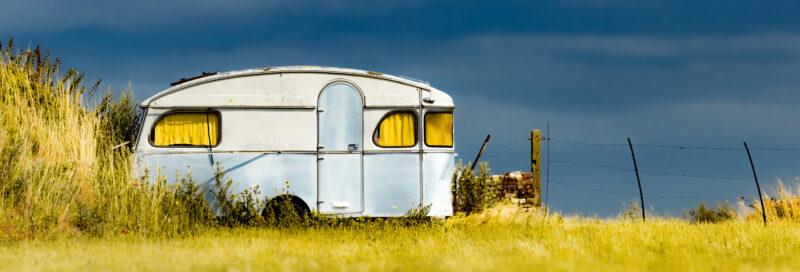 Alter Wohnwagen zum Entsorgen