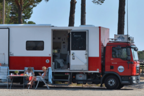 """In der """"Einraumwohnung"""" on Tour: Über ein selbstgebautes Reisemobil"""