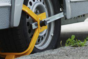 Radkralle, Deichselschloss oder Alarm: So funktioniert Diebstahlsicherung für Wohnwagen
