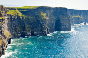 Ein Traumurlaub in naturnahem Grün: Irlands Südküste mit dem Wohnmobil