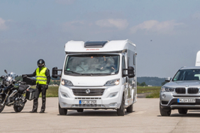 Bremsweg: Wohnmobil und Wohnwagen im ADAC-Vergleich