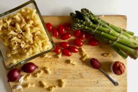PiNCAMP kocht: Pasta mit grünem Spargel und Rinderstreifen