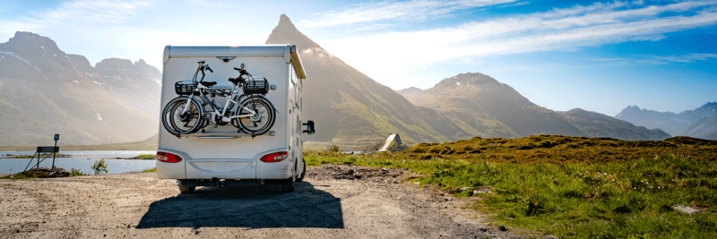 Wohnmobil vor wunderschönem Bergpanorama