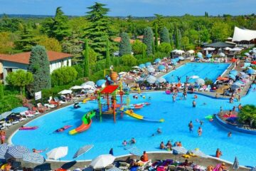 Der Pool von Camping Bella Italia.