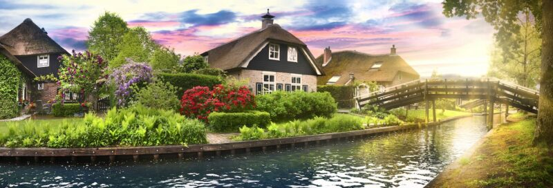 Wunderschöne Häuser am Kanal in Overijssel