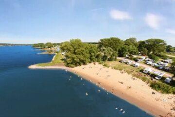 Der Campingplatz Stover Strand Kloodt aus der Luft.