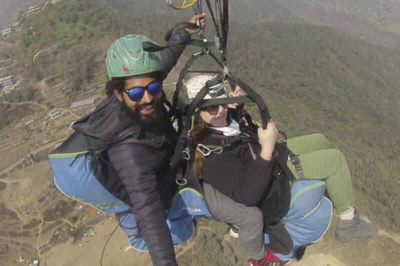 Angelique Joosten beim Fallschirmsprung