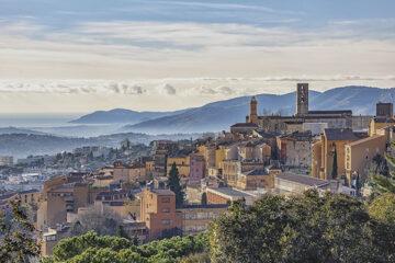 Die Stadt Grasse an der französischen Riviera