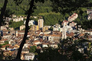 Die Stadt Gap von oben mit Blick auf die Kathedrale
