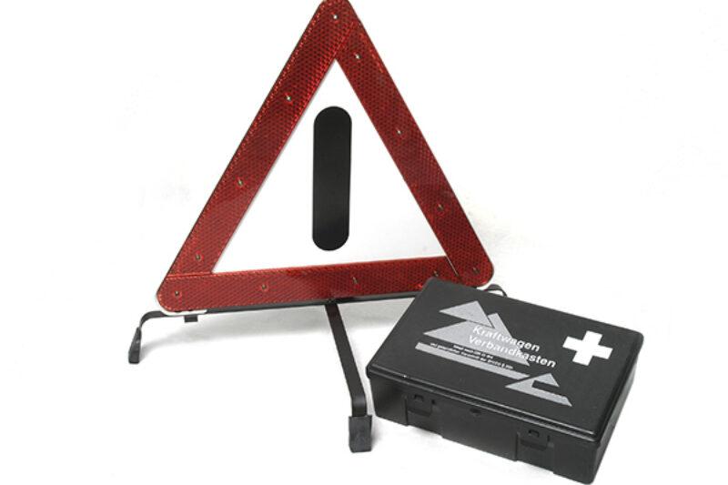 Warndreieck und Verbandskasten