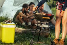 Cool unterwegs: Die richtige Camping-Kühlbox finden