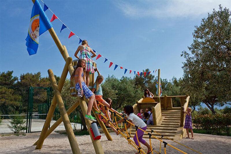 Kinderspielplatz auf dem Campingplatz Kovacine