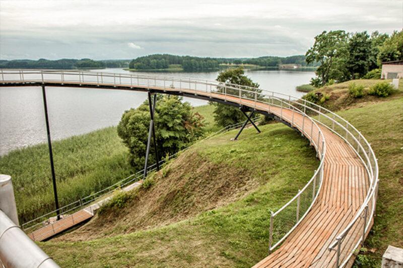 Aussichtsbrücke über See bei Zarsai