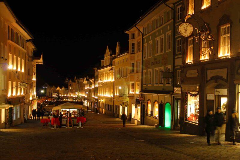 Marktstraße in Bad Tölz bei Nacht
