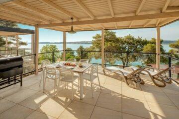 Terrasse mit Aussicht im Lanterna Premium Camping Resort.