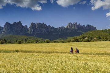 Sant Cristòfol mit Montserrat im Hintergrund