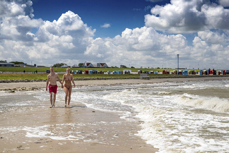 Auf dem 10 Hektar großen Nordseestrand warten insgesamt 600 Strandkörbe auf Gäste.