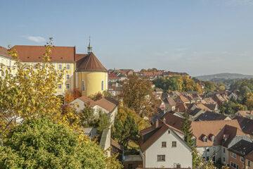 Blick vom Schloss über die historische Stadt Sulzbach-Rosenberg in Bayern