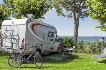 Wohnmobilstellplatz mit Blick auf den Gardasee