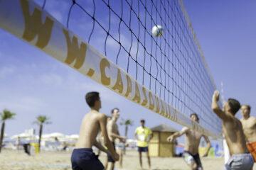 Strandvolleyball auf dem Campingplatz