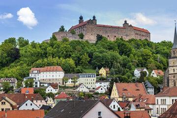 Stadtüberblick von Kulmbach mit der Plassenburg im Hintergrund