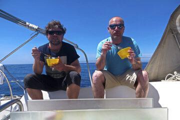 Franky Borrel-Greve bei einer Überfahrt nach Mallorca mit einem Arbeitskollegen