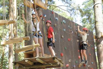 Waldseilgarten mit Kletterwand sorgt für Sportliche Abwechslung