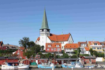 Fischerboote im Hafen der kleinen Stadt Rønne auf der dänischen Insel Bornholm in der Ostsee