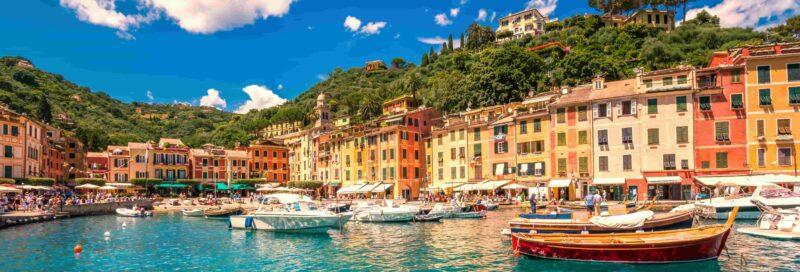 der Blick auf den Hafen in Ligurien, Italien