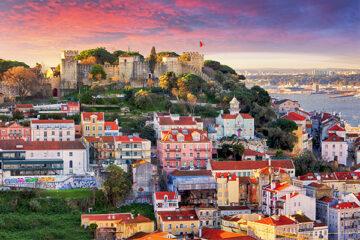 Blick über Lissabon zum Sao Jorge Castle