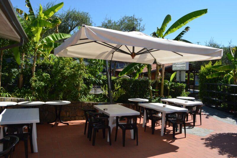 Restaurant-Terrasse auf dem Campingplatz