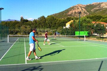 Camping Sagone. Tennisplatz auf dem Campingplatz