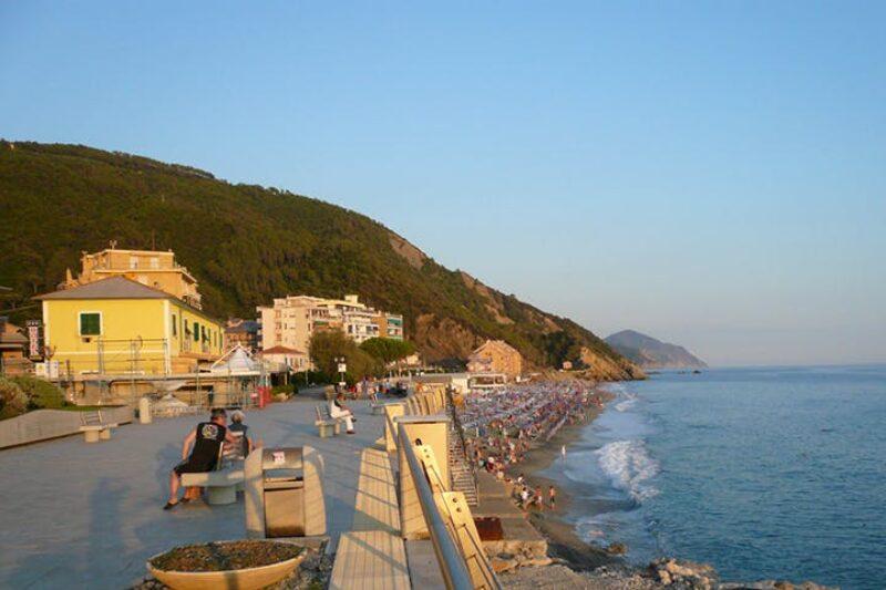 Promenade entlang vom Mittelmeer am Campingplatz
