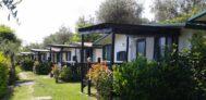 Mobilheime mit Veranda auf dem Campingplatz