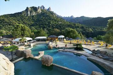 Camping les Oliviers - Poolbereich mit Blick auf die Berge