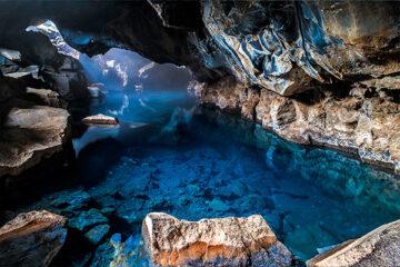 Grjótagjá Höhle in der Nähe des Sees Mývatn an der Landstraße Nr. 860