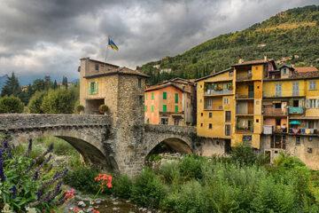 Sospel-die-mittelalterliche-Stadt-in-der-Naehe-von-Italien-in-der-Provence-Frankreich