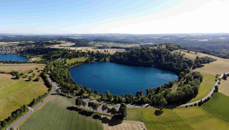 Maare Schalkenmehren und Weinfeld, Flugbild-Panorama